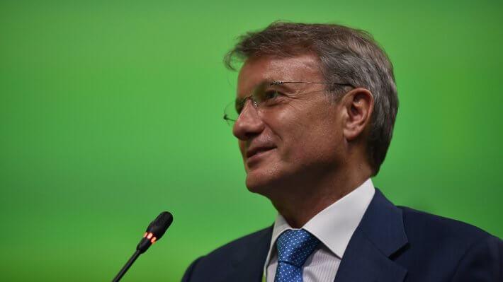 Греф рассказал о сроках начала обслуживания в Сбербанке без паспортов