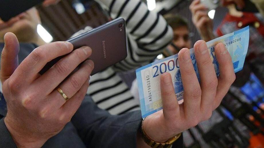 Банкоматы в России «научатся» принимать купюры 200 и 2000 рублей к июлю